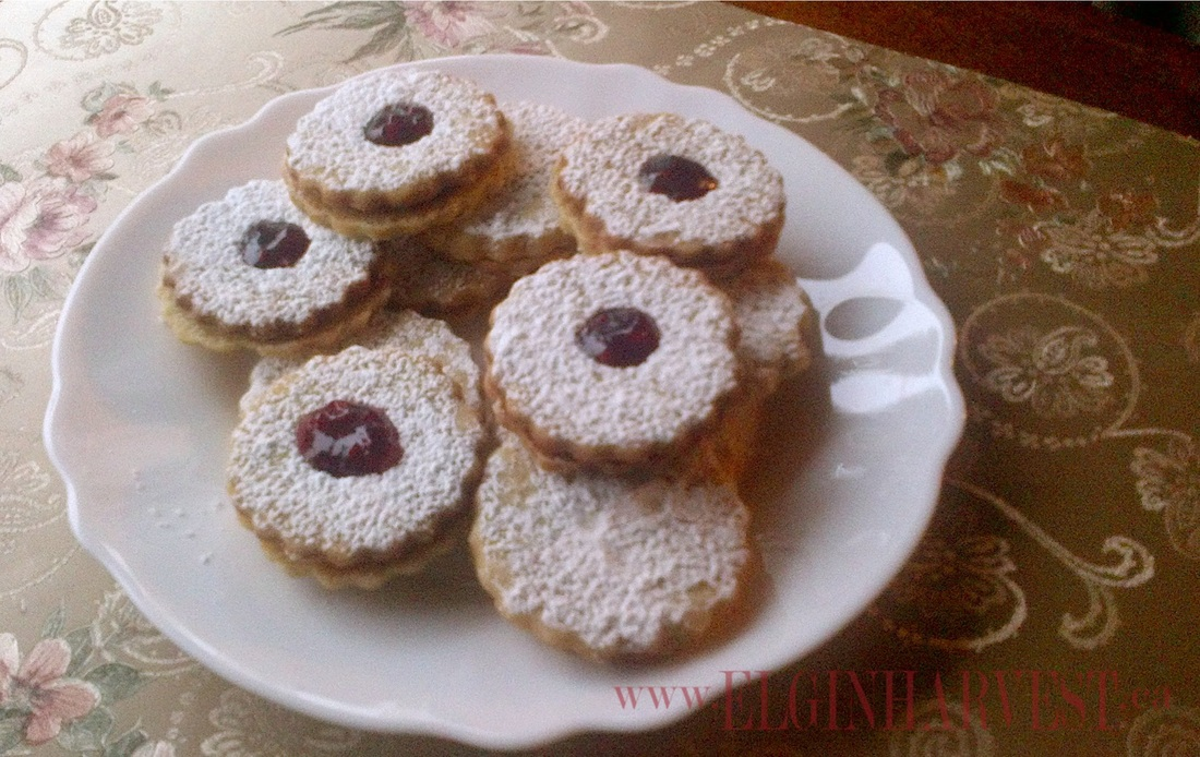 Linzer Cookies- Almond shortbread sandwich cookies filled with Elgin ...